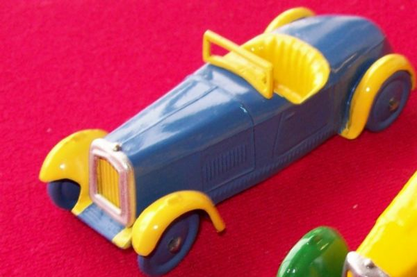 A DINKY TOYS COPY MODEL 22A SPORTS CAR (JAUNE ET BLEU)